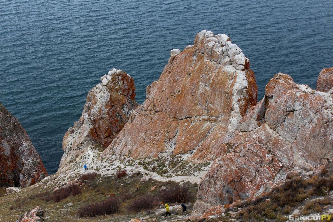 Фото скалы и море