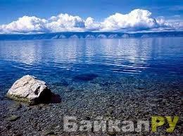 Прозрачная озерная вода байкальская